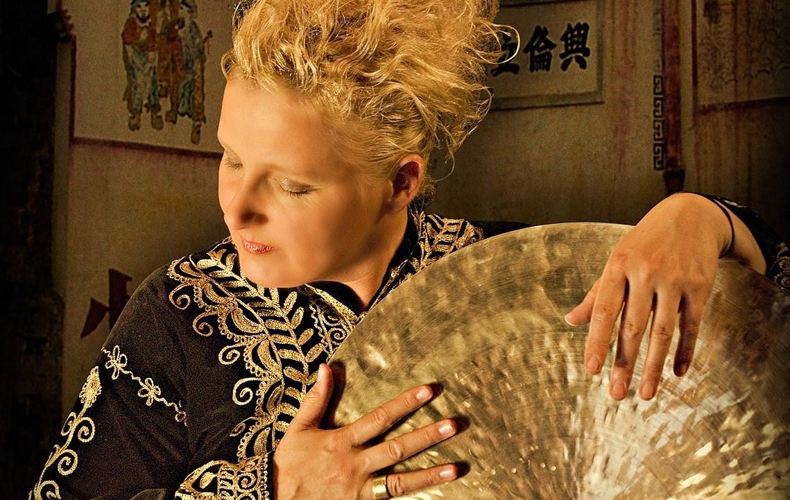 Dora Michel - Gong Stimme Lyrik
